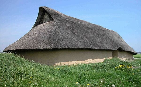 10: Rekonstruktionen af det store bronzealdershus ved Borum Eshøj.