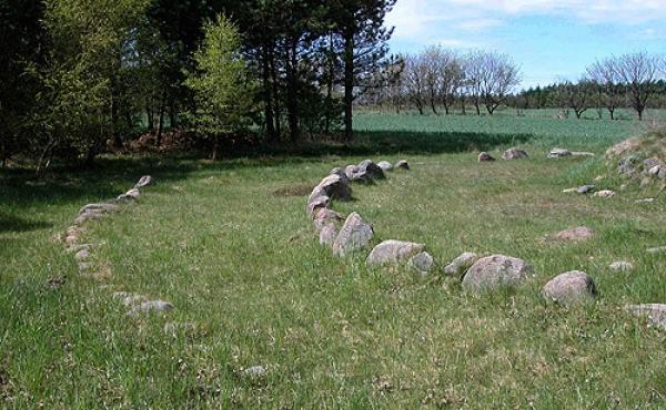 4: Stencirklerne udenfor højen markerer den stensatte fodkrans fra Egehøjs 2. og 3. byggefase.