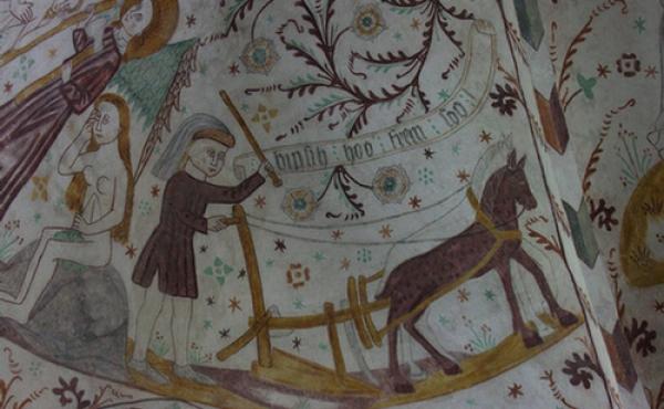8: Kalkmaleriet med den pløjende Adam er blot en af mange billedscener og legender.