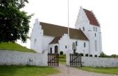 6: Elmelunde Kirke med indgang set fra nordøst.