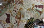9: Kalkmalerier over prædike- stolen.