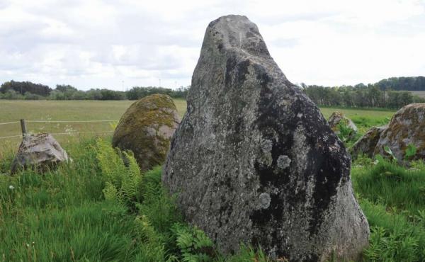 13: Den store stævnsten ved langdyssens nordende.