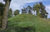 4: Den vestlige gravhøj er stadig velbevaret.