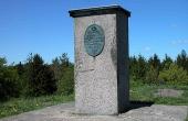 3: Det geodætiske fikspunkt på toppen af Hohøj er et af hovedpunkterne i det danske opmålingssystem.