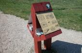 3: Informationskilt og folderkasse ved Trehøje.