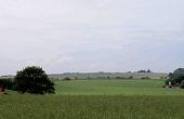 2: Højgruppen ses viden om. Her på ca 2,5 km afstand fra vejen syd for Addit.
