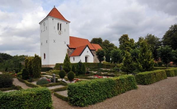 9: Vium Kirke set fra syd.