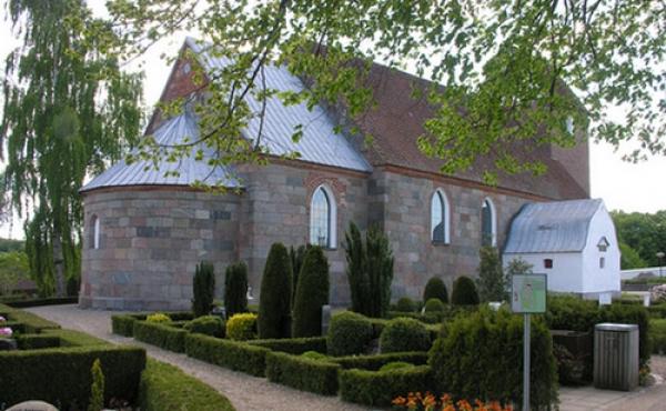 Linå Kirke hvor en del af byggematerielerne fra Bjarup Kirke blev genanvendt.