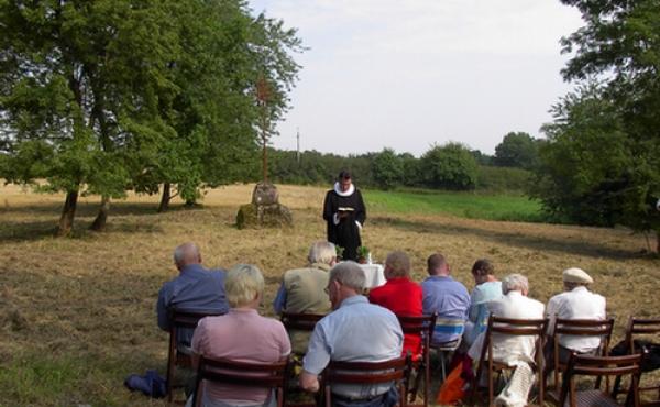 Hvert år i August afholdes der friluftsgudstjeneste ved Bjarup ødekirke.