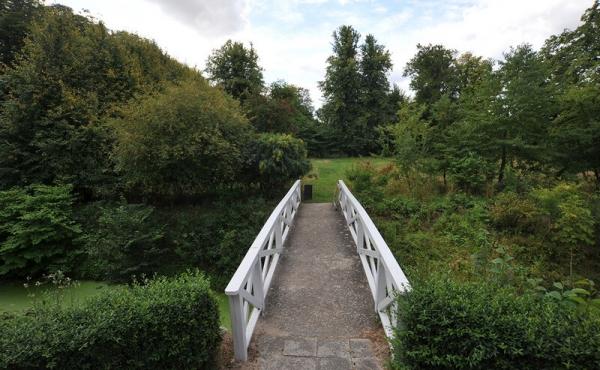 Adgangsbroen til voldbanken set fra nord.