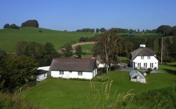 Den tidligere gård på voldstedets gamle ladegårdsareal er i dag privat bebyggelse.