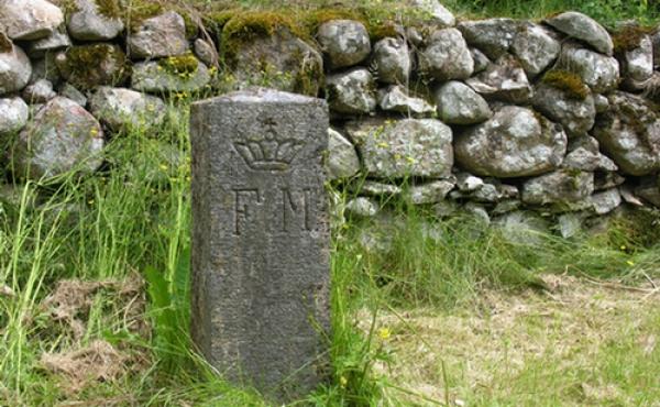 Fredningsstenen ved ruinens østlige indermur markerer den tidlige frivillige fredning fra 1907. Med Naturfredningsloven i 1937 blev alle synlige fortidsminder beskyttet.