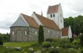 Besøg også den smukke gamle kvaderstenskirke i Grønbæk.
