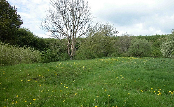 Fundamentrester på den sydlige del af voldbanken set fra øst.