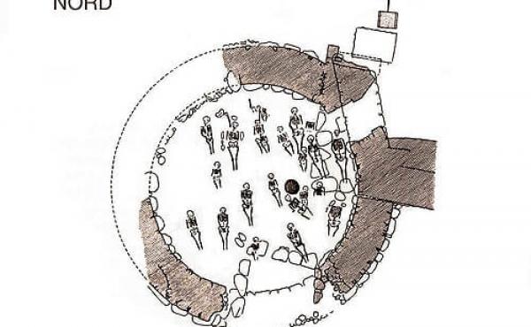 Plantegning over det befæstede tårn med de mange middelaldergrave. (Tegn. K. Brøste, 1945)