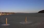 Vigen er ved sejlspærringen omkring 350 m. bred.