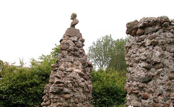 Meden eller Kysing Kirke v. Norsminde blev grundlagt i 1200-tallet.