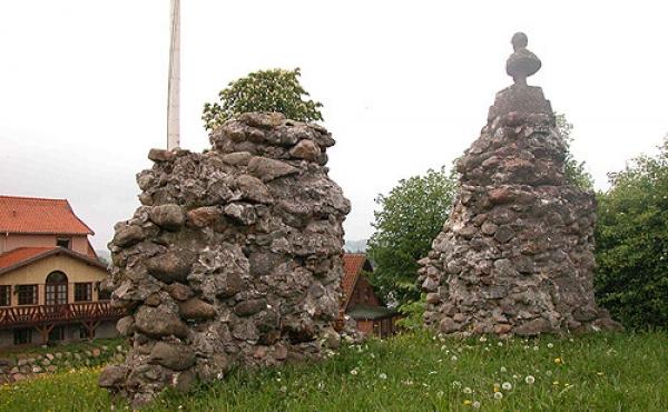 Ruinresterne set fra sydvest.