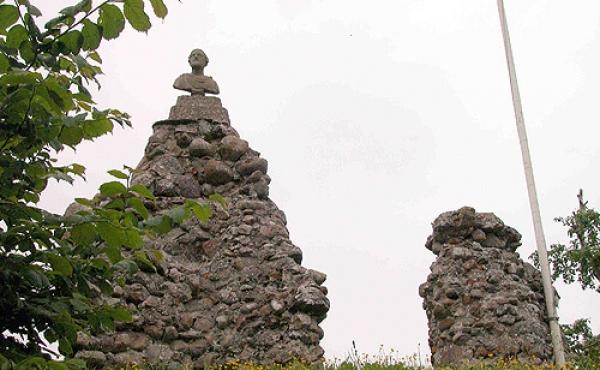 Kirken blev nedbrudt og helt frem til 1875 leverede den sten til lokalt byggeri.