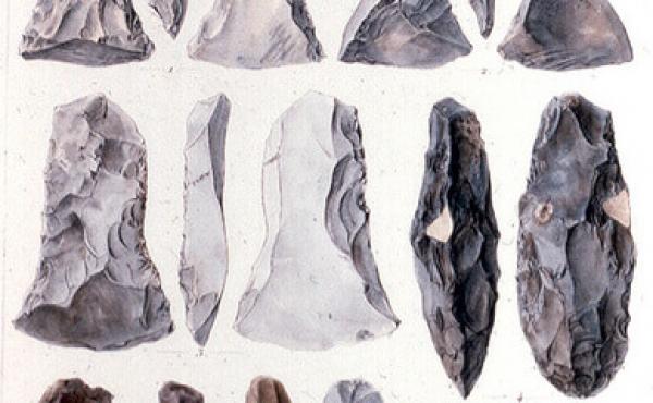 11: Typiske Ertebølle-økser fra Meilgård-udgravningerne. Nederst t.h. forskellige flækkebor. Tegn. A.P. Madsen, Nat. Mus.