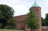 Slotskirken stammer fra Frederik II. Udbygning af slottet fra 1562.