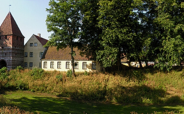 Panorama over byvolden og graven udenfor Mølleport.