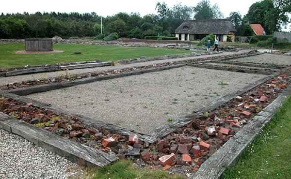 Ruinerne fra klosterets gæstefløj set fra vest.