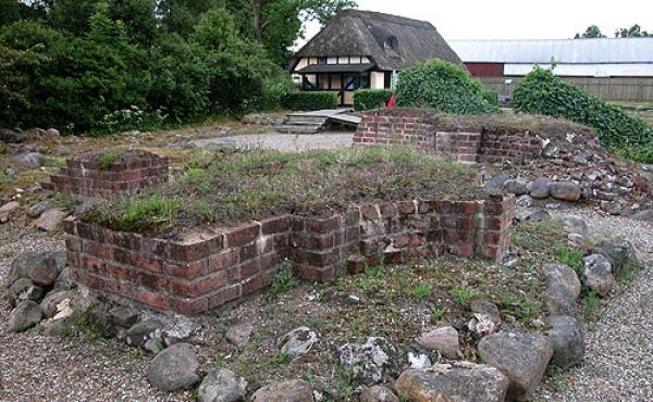 Ruinerne fra klosterets østfløj set fra nordvest.
