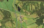 Luftfoto med de to gravede vandkanaler som forbandt Mossø med Gudensø forbi klosteret.