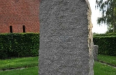 9: Mindestenen på tomten af Asser Rig´s bolig blev rejst i 1903.