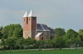 Fjenneslev kirke troner markant i landskabet. Her set fra sydvest.