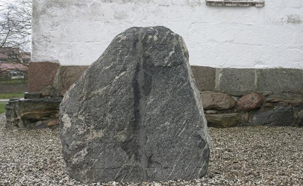 Langåstenen III efter restaurering og genrejsning 2015.