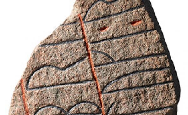 4: Optegning af Langåstenen IV, som kan ses på Muesum Østjylland i Randers.