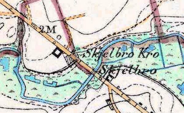 6: På generalstabskortet fra slutningen af 1800-tallet fremgår Skjelbro Kro og dens stald tydeligt nær 2 mile-mørket fra Randers.