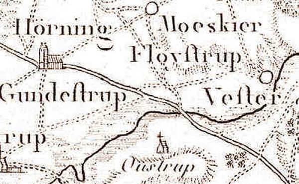 12: 1700-tals vejen nord for Sjelbro gik over Hørning. Fundene ved Hørning Kirke indikerer, at vikingetidsvejen havde samme forløb.