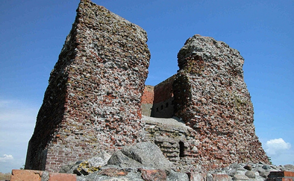Sydvestsiden af Kalø-borgens store tårn.