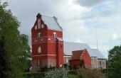 Ålum Kirke set fra sydvest. Grundlagt engang i 1200-tallet..
