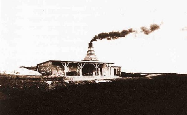 2: Kalkbrænding - her ved Rosmus - er et af Djurslands væsentligste gamle erhverv.