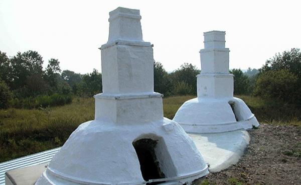 9: Kalkovnene er bygget ind i skrænten for lettere at kunne fylde dem.