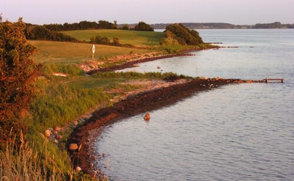 Udsigt fra skansen mod sydøst langs Bogø-kysten af Grønsund.