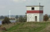 Det tidligere fyrtårn langs Grønsund lige nordfor skansen er i dag indrettet som primitiv ovenatningsplads og kan frit benyttes. Se mere her: https://bogoefyr.simplesite.com/