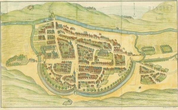Farvelagt prospekt af Randers set fra nord. Efter Resen 1677. Chr. d. 3 kanal kommer ind fra højre midt i billedet.