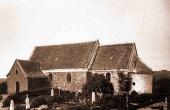 Krogsbæk Kirke før nedrivningen i 1901. Her set fra sydøst. Gravene på kirkegården ligger der stadig, men alle gravsten er nu forsvundet.(Foto: Nat.museet)
