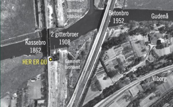 Luftfoto fra 1954, hvor alle broer ved Langå gennem tiden ses.