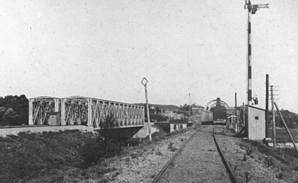 Broerne set fra syd omkring 1910. Bemærk indkøringssignalet som stadig står ved den gamle kassebro.