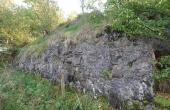 De granitbyggede brohoveder fra de to gitterbroer ses stadig lige opstrøms for kassebroen.