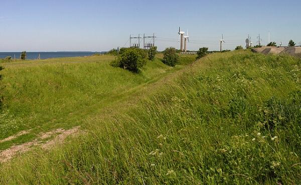 Grave foran kanonbatteriet set fra øst.