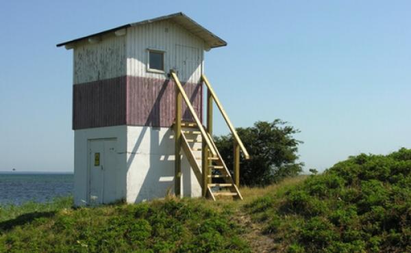 Fyrtårnet med plancheudstilling ved skansen.
