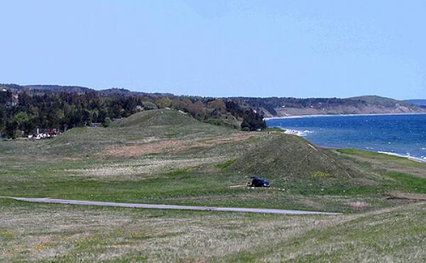 Skansen og det smalle forland som forbinder Helgenæs med Mols set fra nordvest.