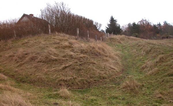 Udbyhøj skanse er en af de største østjyske skanser fra Englandskrigene 1801-14.